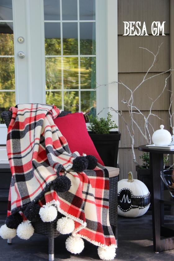 DIY Pom Pom Fringe Blanket