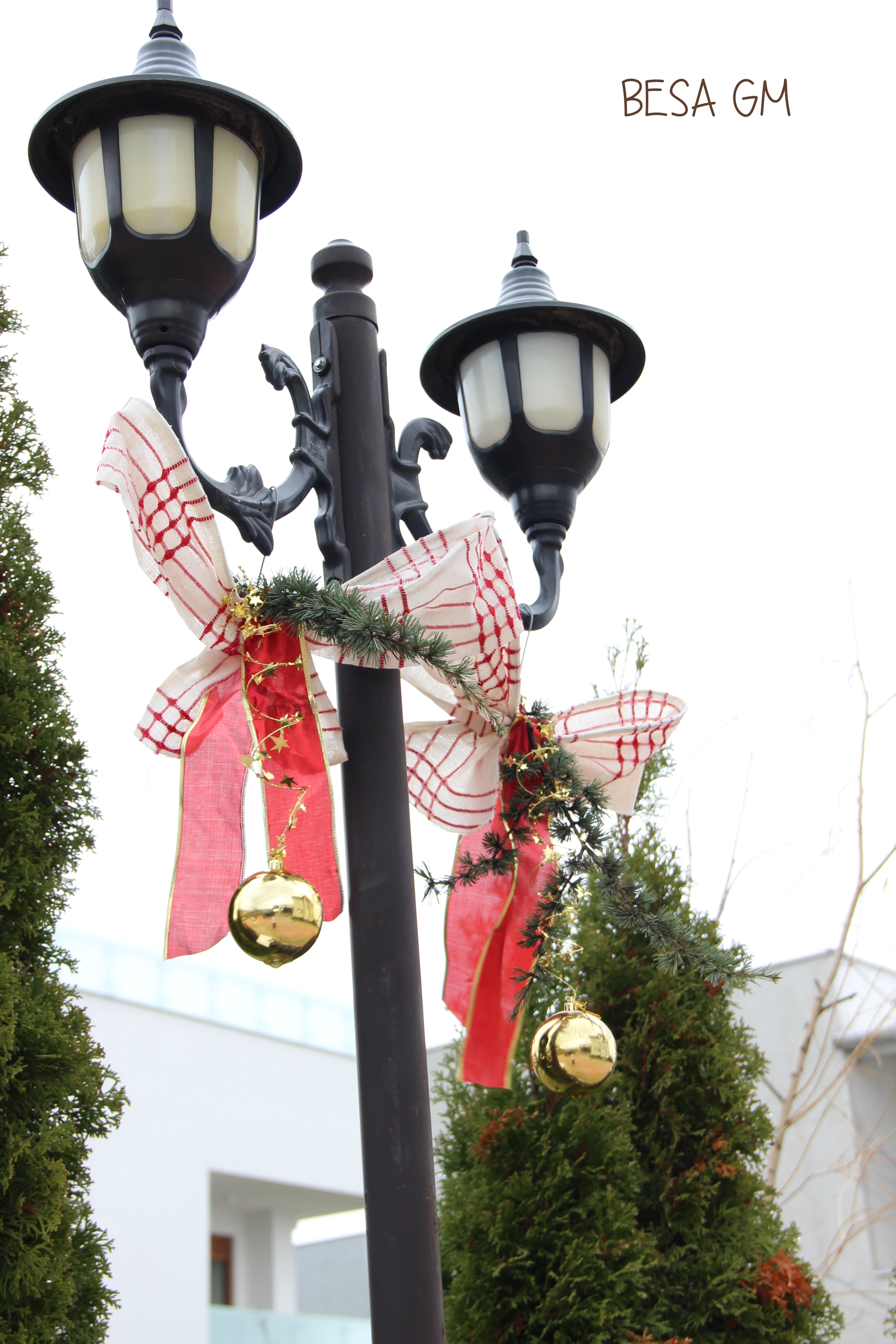 Outdoor Christmas Lamp Posts.Outdoor Holiday Decoration Besa Gm
