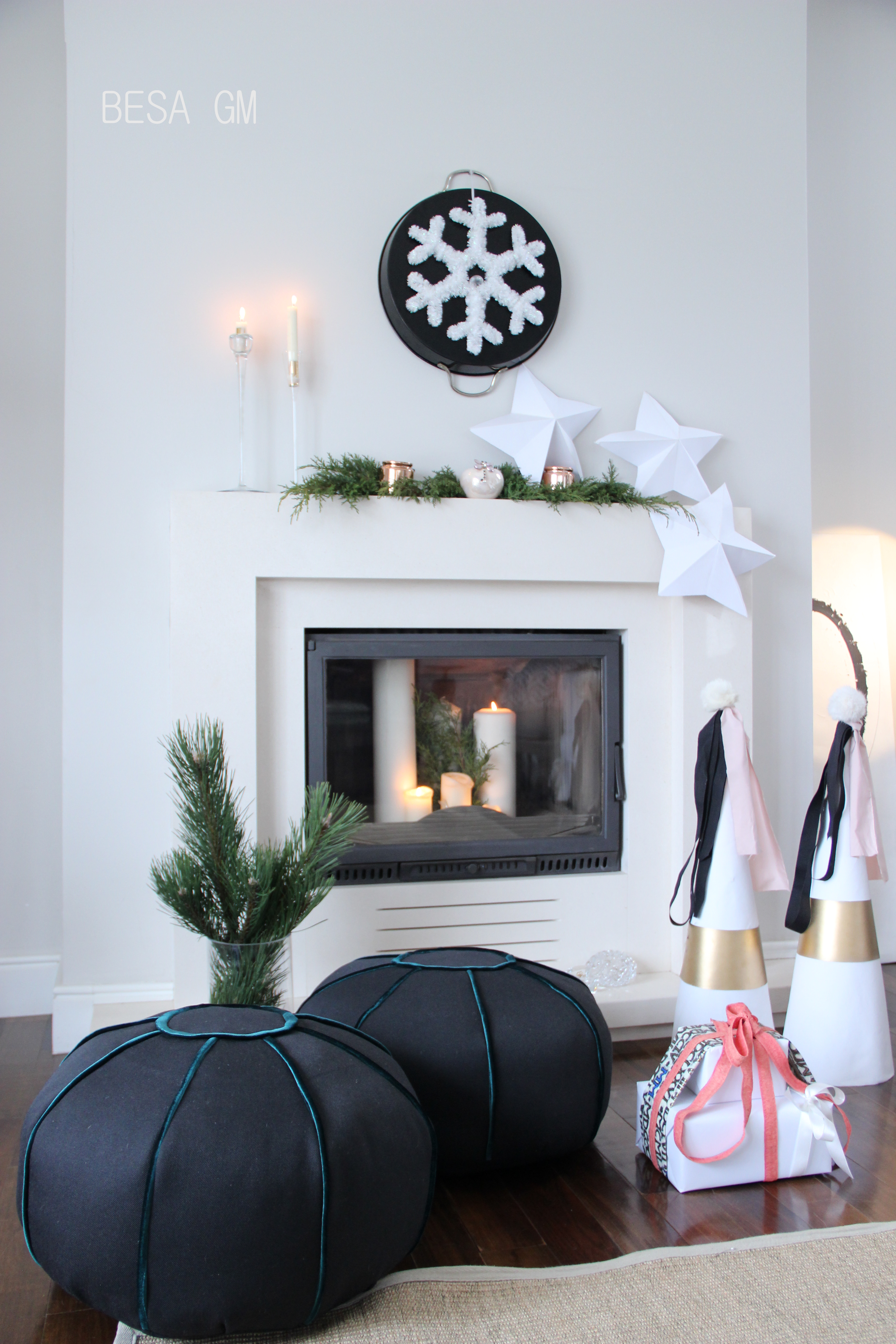 Holiday mantel decor simple quick and easy besa gm for Decor quick